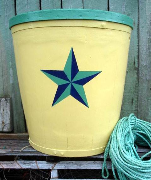 Pale yellow / newport green, navy blue